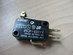 """Omron Micro Limit Switch with 1/2"""" Roller Lever V-155-1C25 1"""